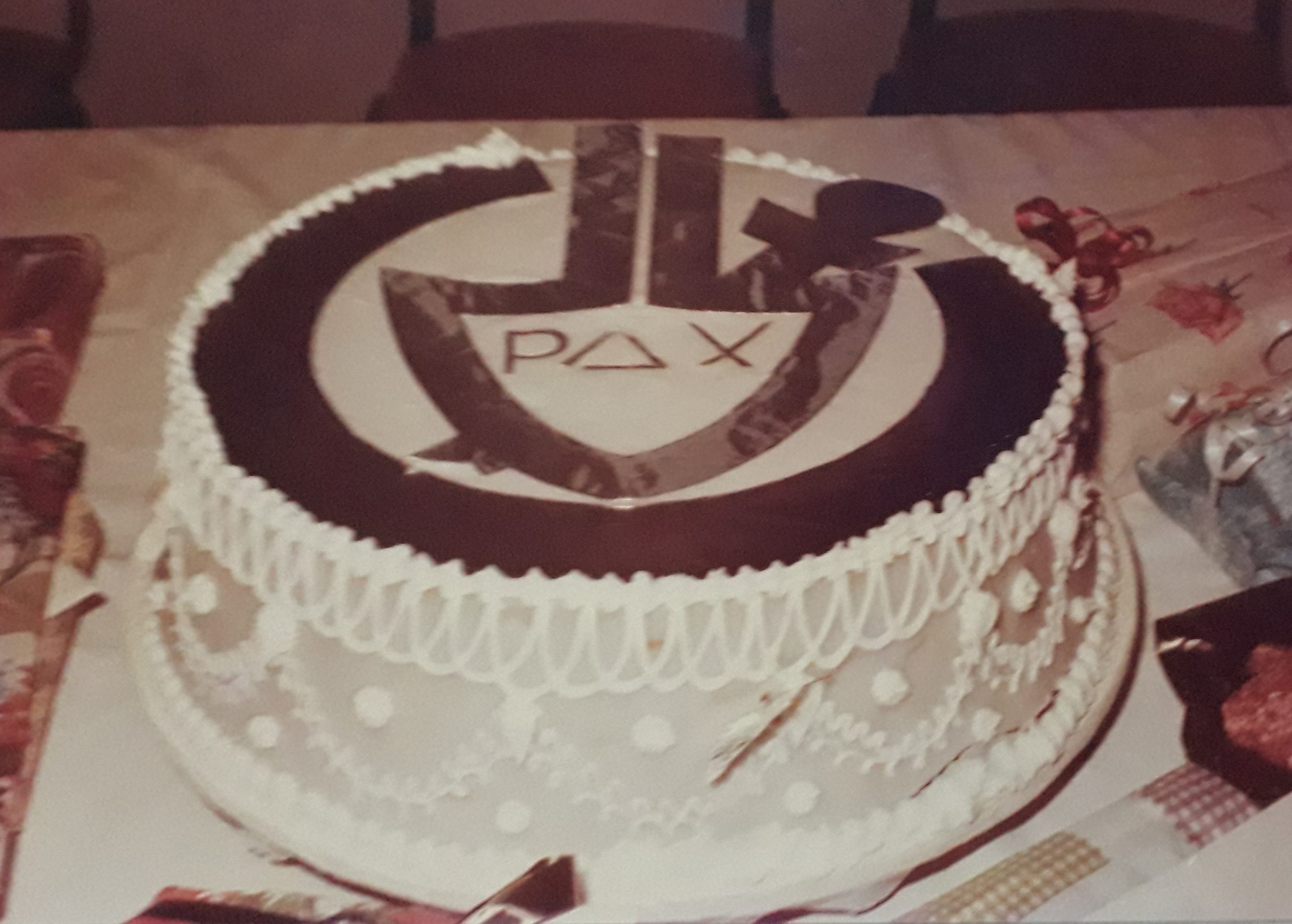 Wedding cake with SCI logo